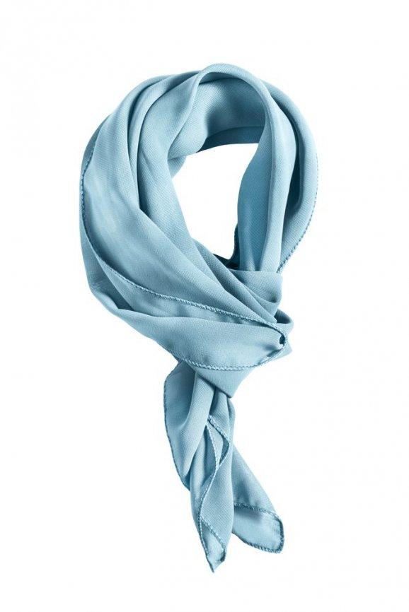 Klasické uvázání šálu či šátku spočívá v tom a7141438c9