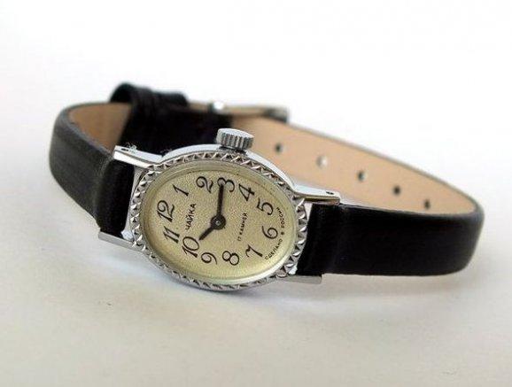 d33b12d4749 Retro styl vládne celému módnímu světu a tento trend se týká i hodinek    Internet
