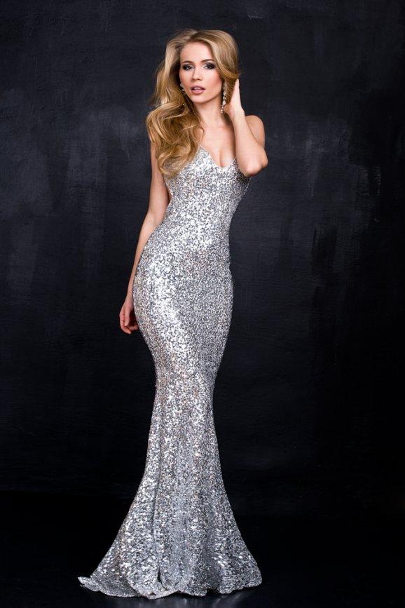 992ff558a0c Společenské šaty sluší všem ženám. Musejí ale vědět
