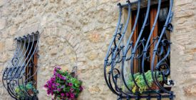 Domov v bezpečí. Mříže na oknech můžou vypadat i elegantně